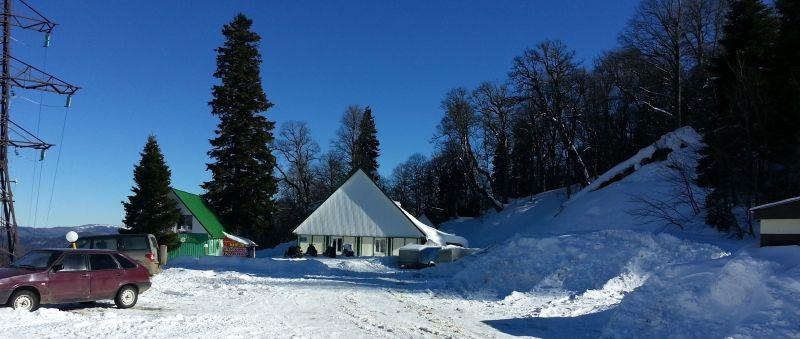 Кафе, приют и прокат снегоходов