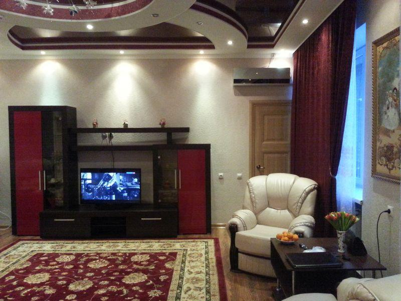 Условия проживания в Изумруде очень комфортные. Это зал самого дорогого номера – Свадебного люкса