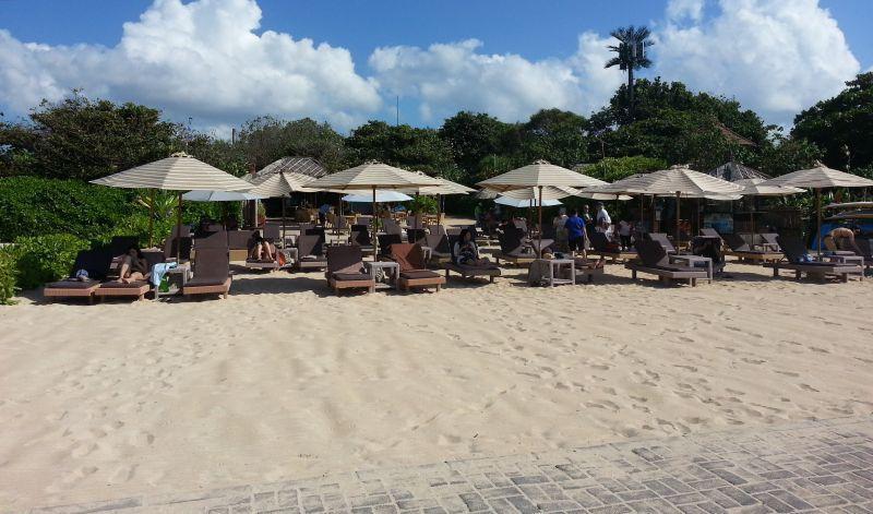 Пляж отеля Novotel Nusa Dua Bali Hotel & Residence (Новотел), Нуса-Дуа, Бали