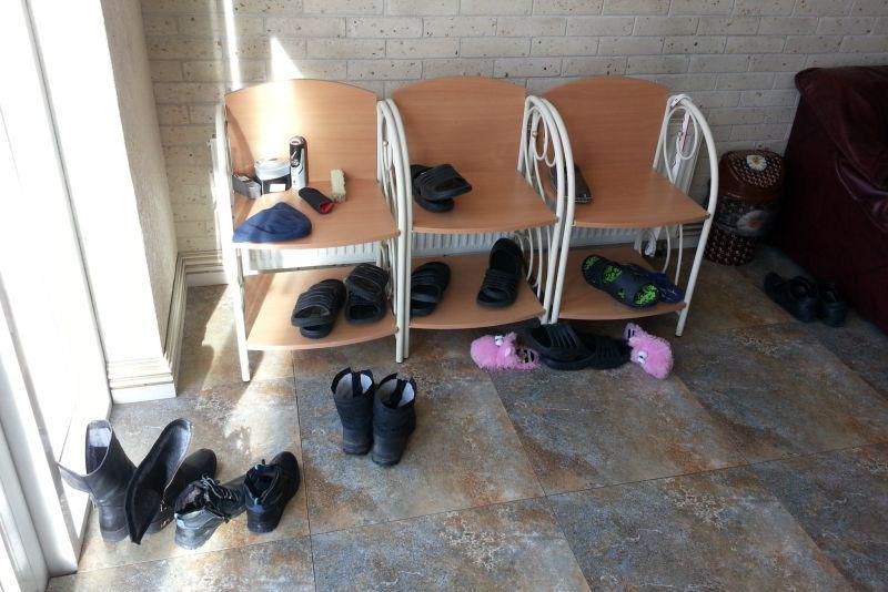 Обувь меняют сразу после входа