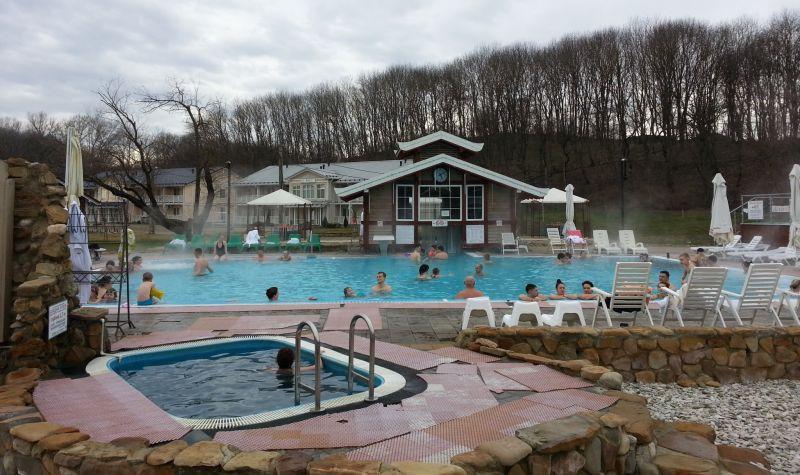 Основной бассейн и купель с охлажденной водой