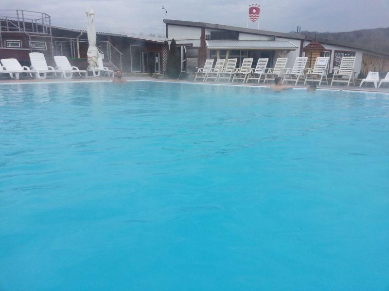 Можно выбрать время, когда бассейн бывает практически пустым