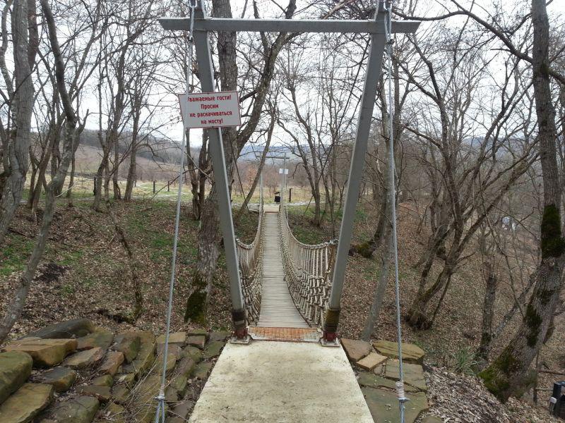 Подвесной мост на одном из маршрутов терренкура