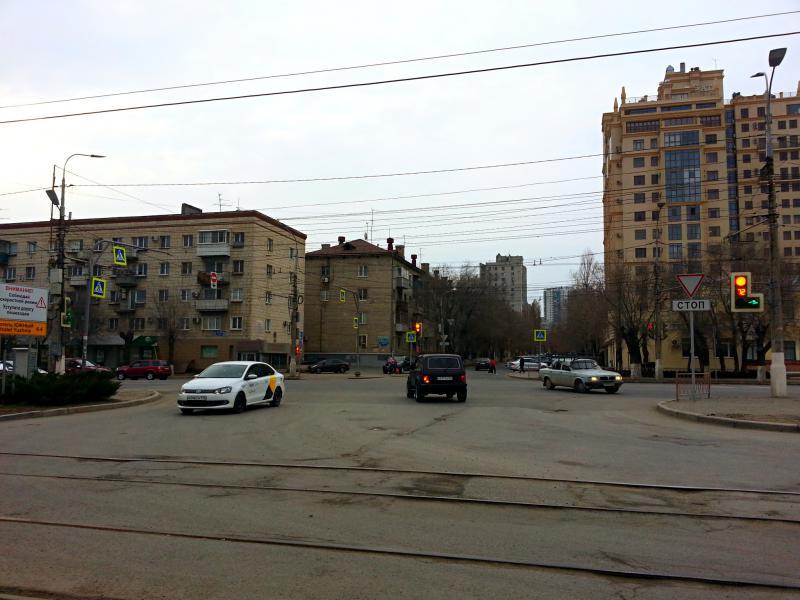 Перекресток ул. Землянского и пр. Ленина