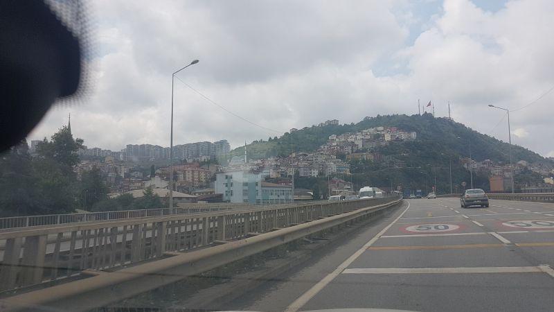В городах ограничение скорости 50 км/ч. Трабзон.