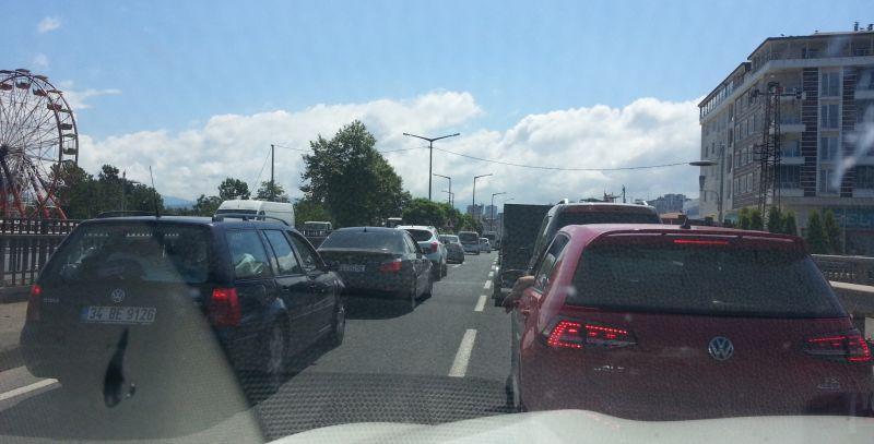 Пробка в Фатсе на светофоре